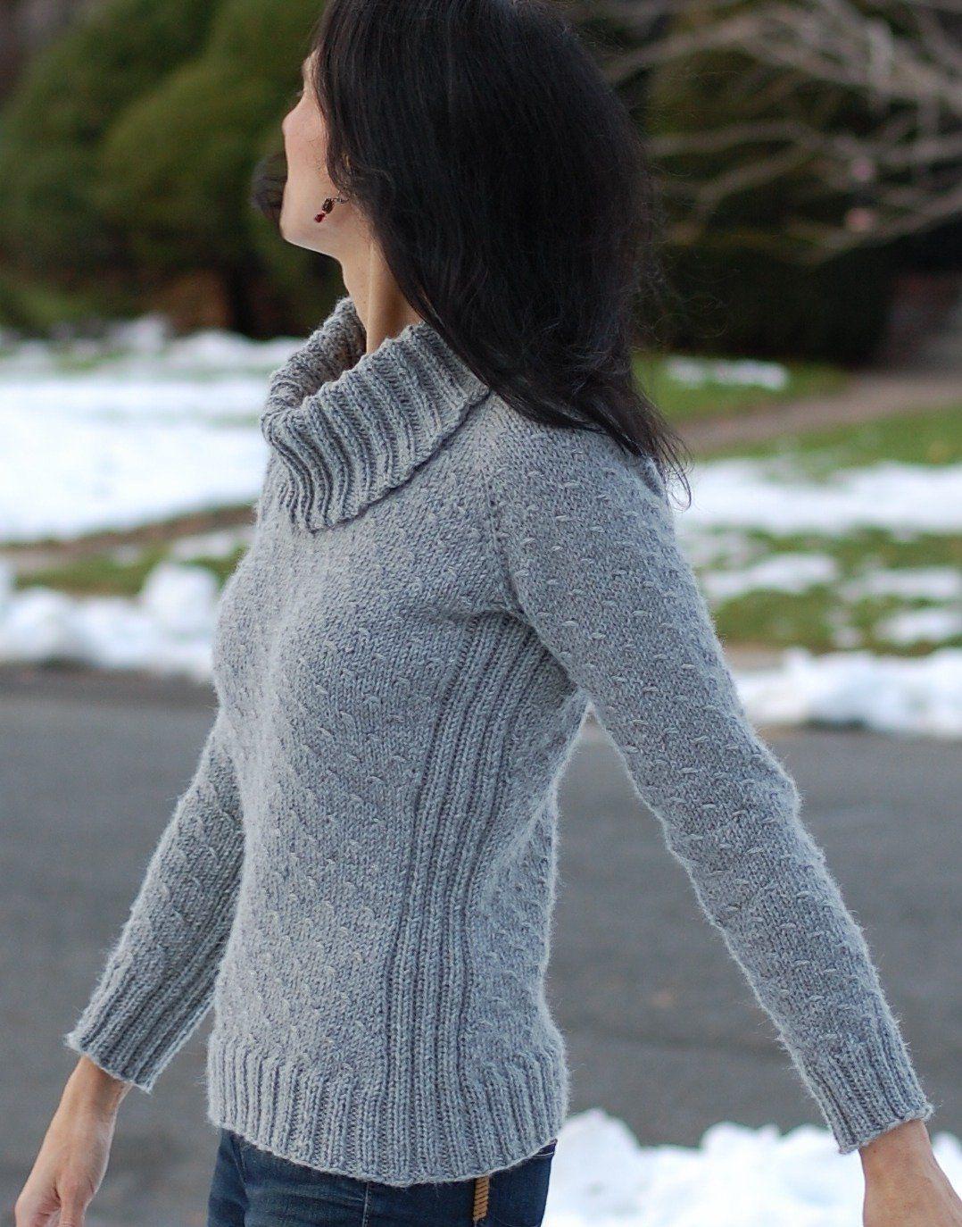 Пуловер спицами с узором внизу