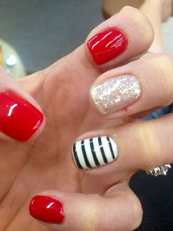 These would be great GA Bulldog game day nails - Red, striped, cute, nails. - S-35.jpg (564×751) Gel Nails Pinterest Makeup, Nail Nail And