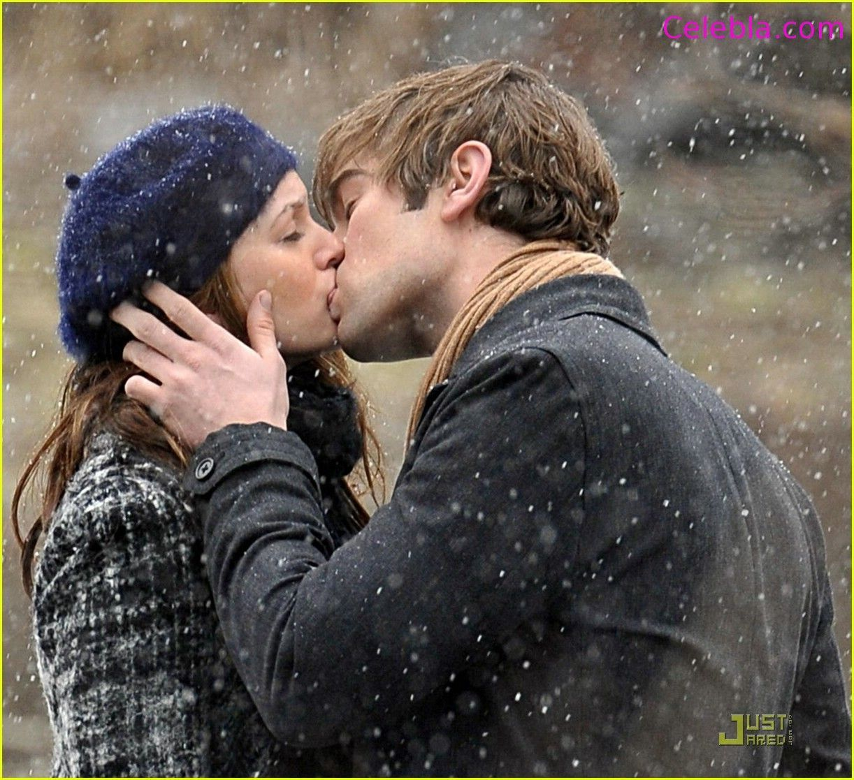 Romantic Couple Kissing Full View And Download Romantic Couple