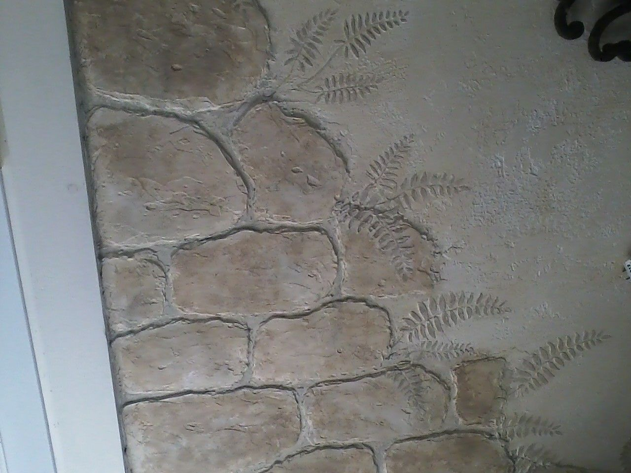 Stones made from joint compound ferns with stencil and joint compound my home and garden - Fabulous wall art using joint compound ...