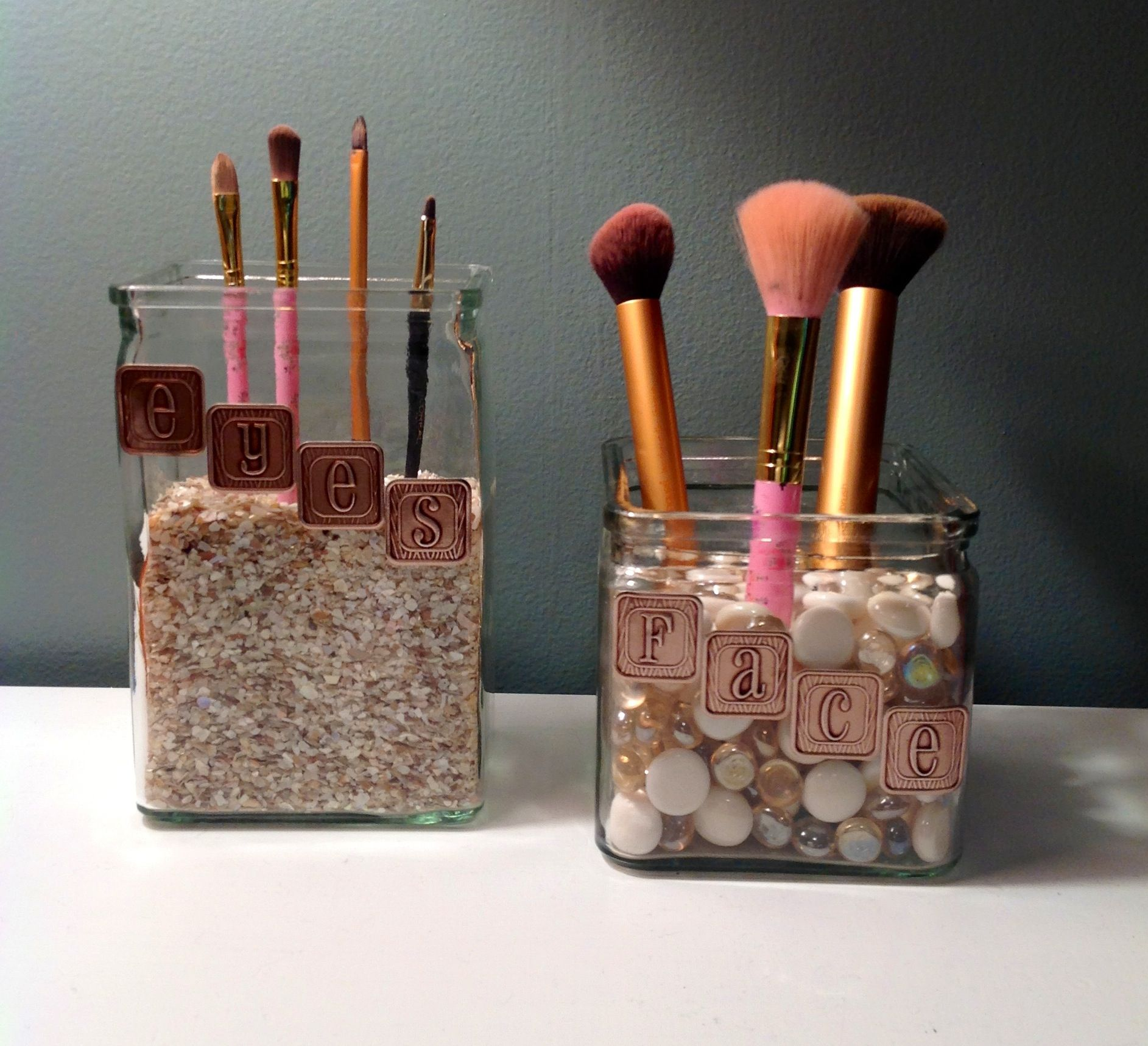 diy makeup brush storage makeup storage brushes make up utensilien pinterest b der und. Black Bedroom Furniture Sets. Home Design Ideas