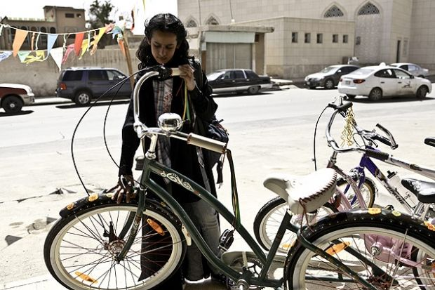 Filme novo, O sonho de Wadjda, de uma cineasta da arábia Saudita. Parece ser muito bom.