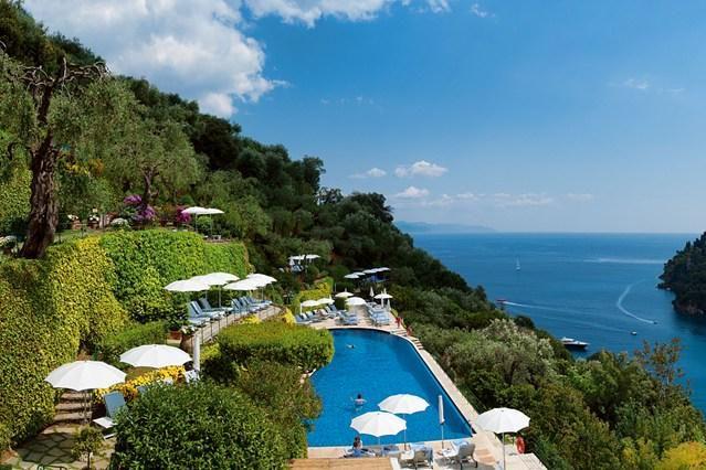 Maravillosas vistas de verano en la piscina de un hotel en #Portofino, #Italia. ¡No dejes de #viajar!
