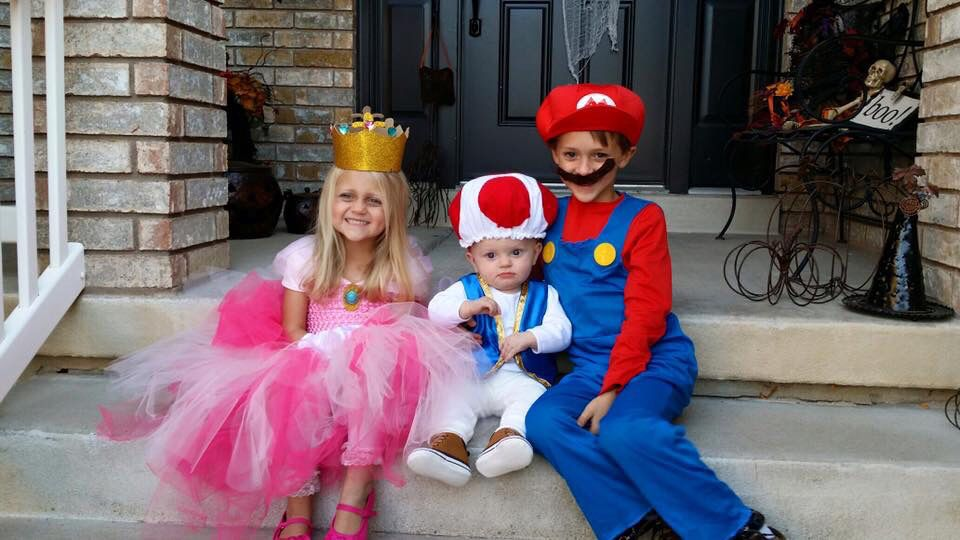 Sibling Halloween costume idea Mario Princess Peach and Toad.  sc 1 st  Pinterest & Sibling Halloween costume idea: Mario Princess Peach and Toad ...