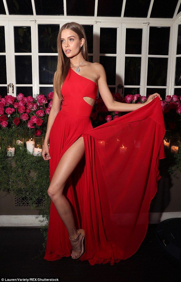 A bit of flourish:Skriver's dress slid off one shoulder, but the other had a slender strap that was concealed by all the blonde hair draped over it