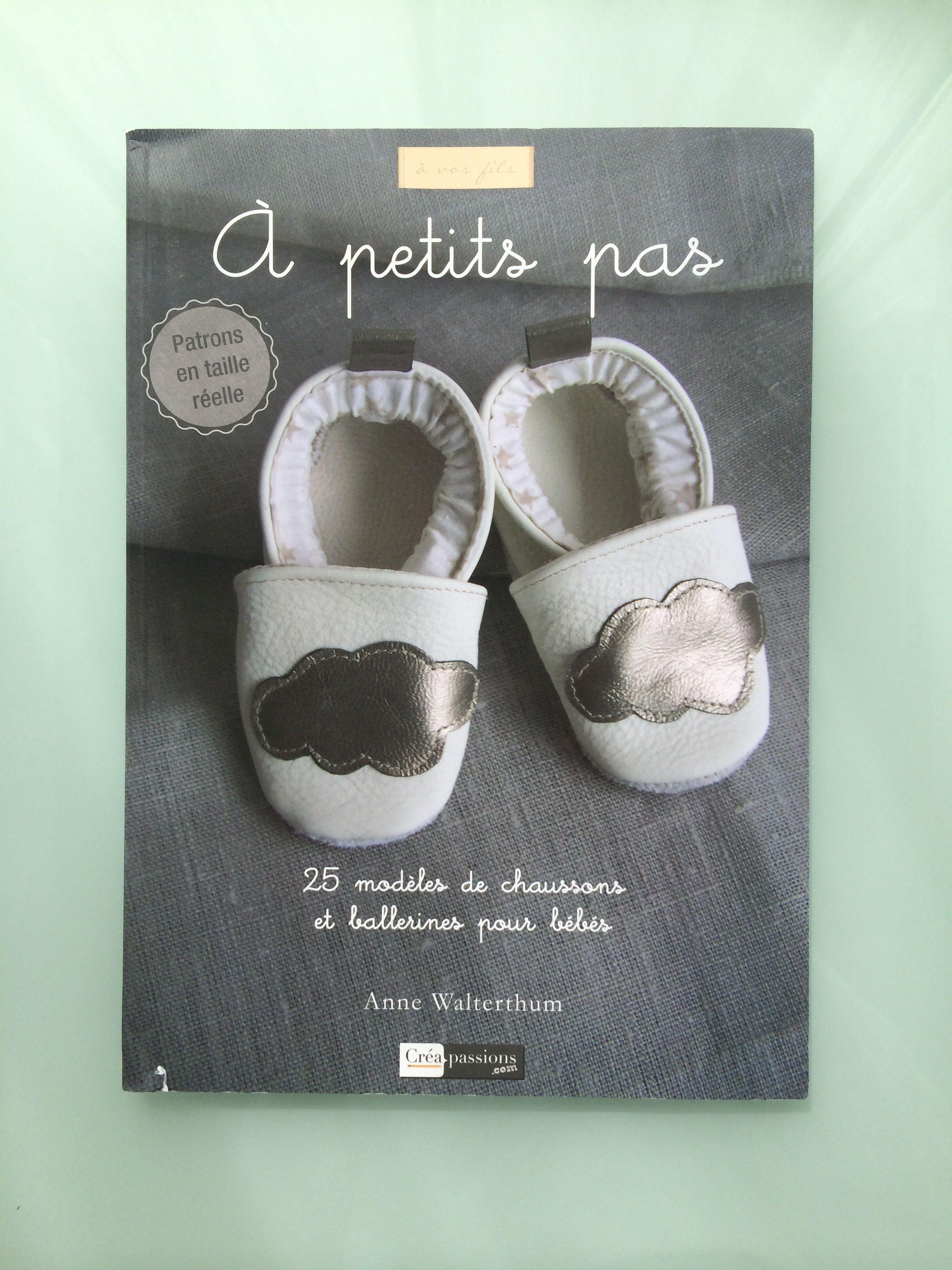 Livre De Chez Creapassions Com A Petits Pas Chaussures De Bebe Patron Chausson Bebe Chausson Bebe Cuir