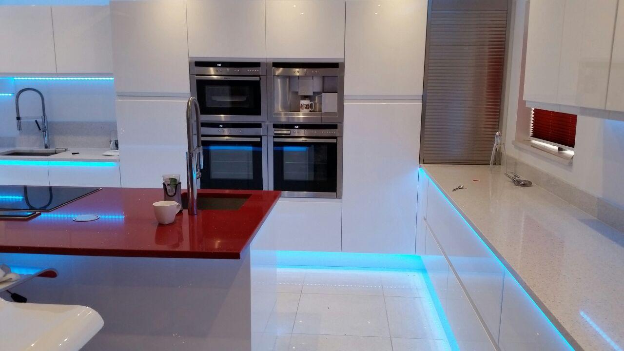 Stunning high gloss kitchen from Optiplan.