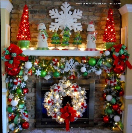 FOYER - Coordinated wreath fireplace ~~ overkill but nice ideas for