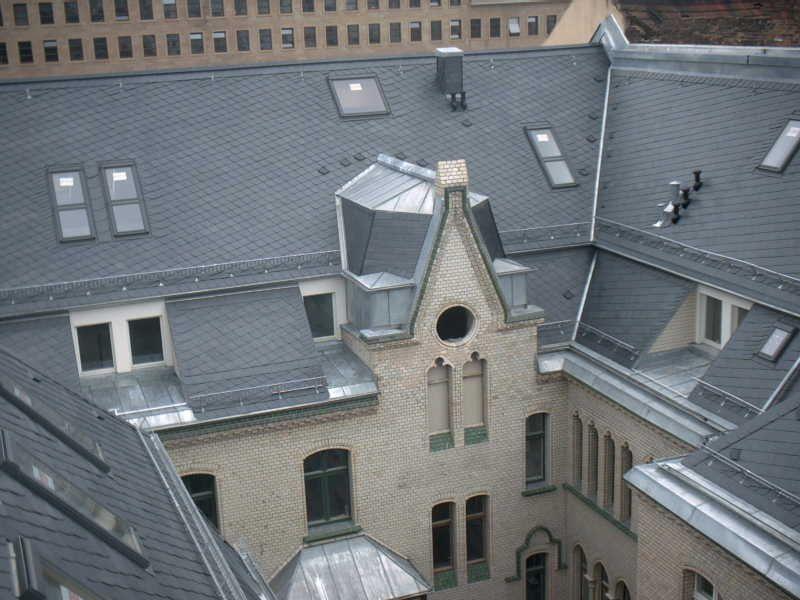 Köhler Bedachungen blick vom dach in den innenhof schiefereindeckung durch die köhler