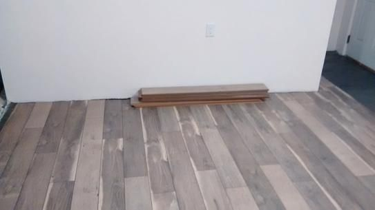 Home decorators collection cross sawn oak gray 12 mm thick x 5 31 32 in wide x 47 17 32 in length laminate flooring 13 82 sq ft
