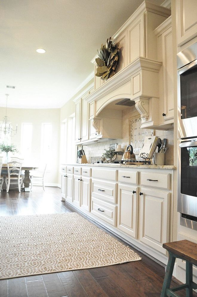 Warm White Kitchen Paint Color Sherwin Williams SW 6105 Divine White Divine White with clay