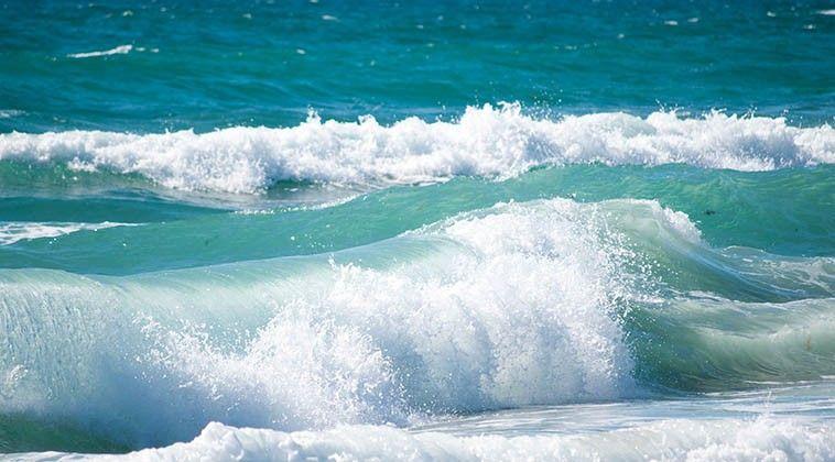 O MAR, regados de íons negativos - o dia-a-dia para a saúde; e René Quinton, que adotou a ÁGUA DO MAR (com os elementos da tabela periódica). Quando misturada com água potável DA BOA, recupera tua saúde, de crianças, de animais e plantas. Quanto aos metais pesados, estes ficam no fundo do mar, bastando recolher a água na região média (tomando o cuidado com o bisfenol do plástico), e observar se não passou horas antes os quemtrails. O MAR CURA.