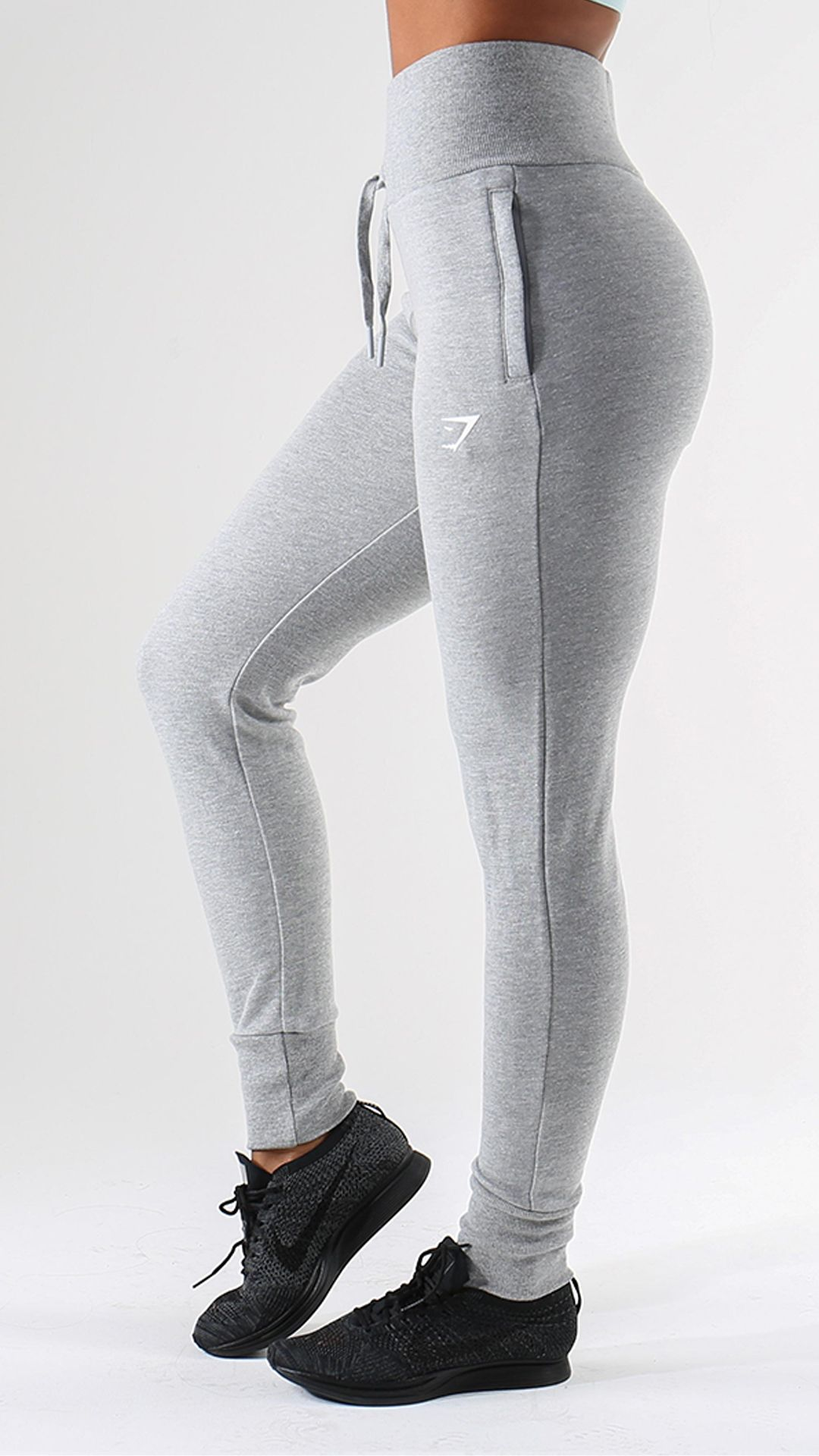 Get Luxurious Comfort From The High Waisted Joggers Tailored For A High Waisted And Figure Hugging Fit Sport Outfits Sport Outfits Gym Sporty Outfits