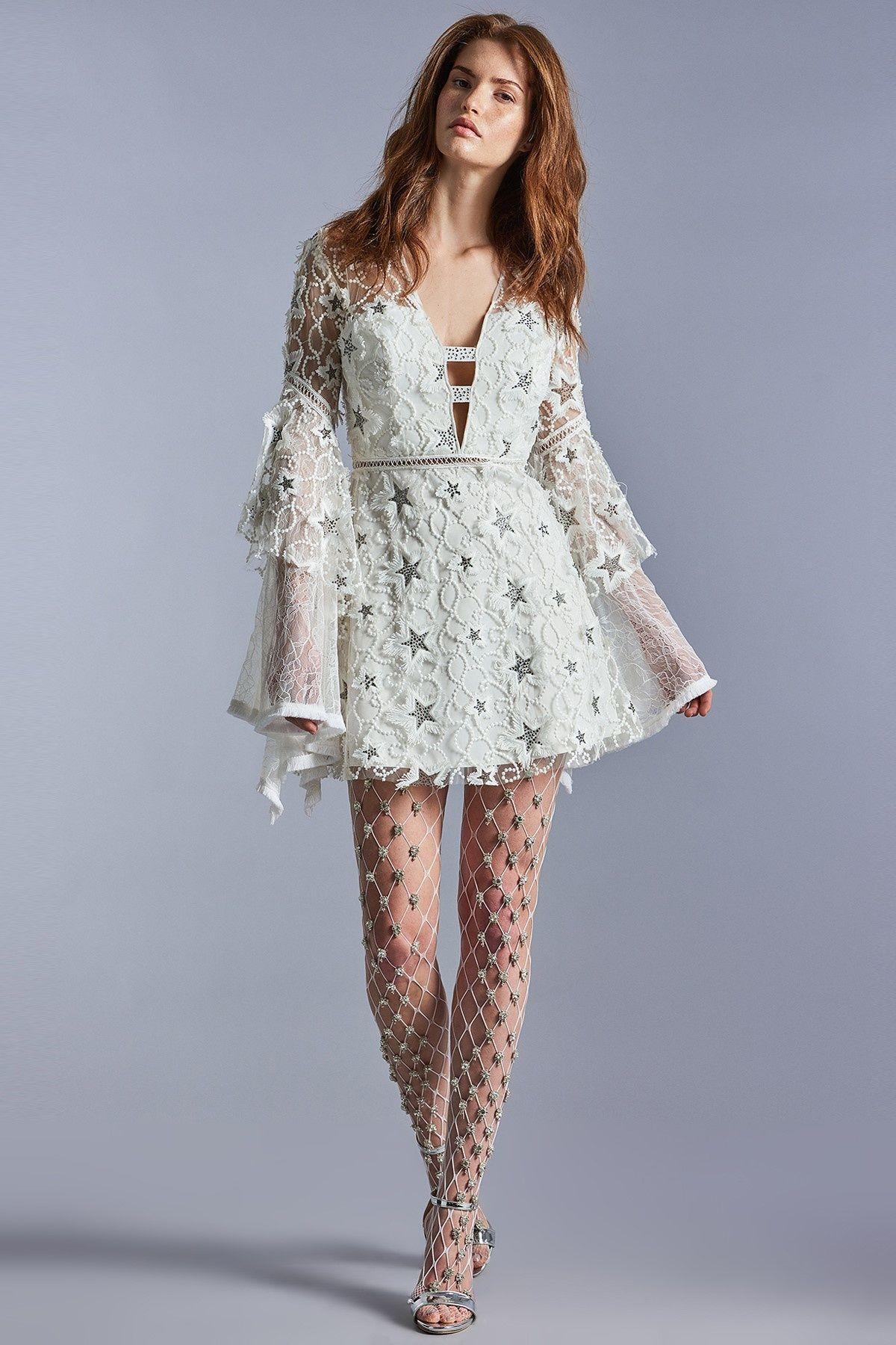 Celine Beyaz Tas Islemeli Elbise Raisa Vanessa For Trendyol Trendyol Elbise Kiyafet Mini Elbise