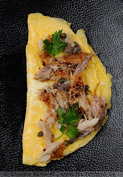 omelette mit ger ucherter makrele omelette with smoked. Black Bedroom Furniture Sets. Home Design Ideas
