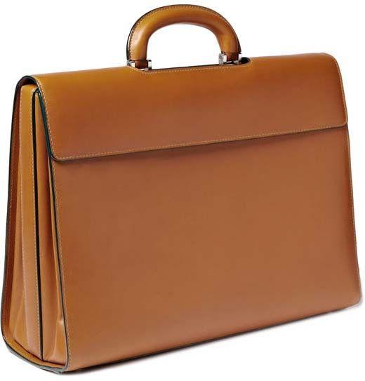 32be203effc 사실 브리프케이스, 서류 가방은 몇몇 '특정 직업' 종사자를 제외하고는 요즘에 그렇게 유용한 가방은 아니다. 덕분에 남성용  브리프케이스도 많이 유해져서 예전의 ...