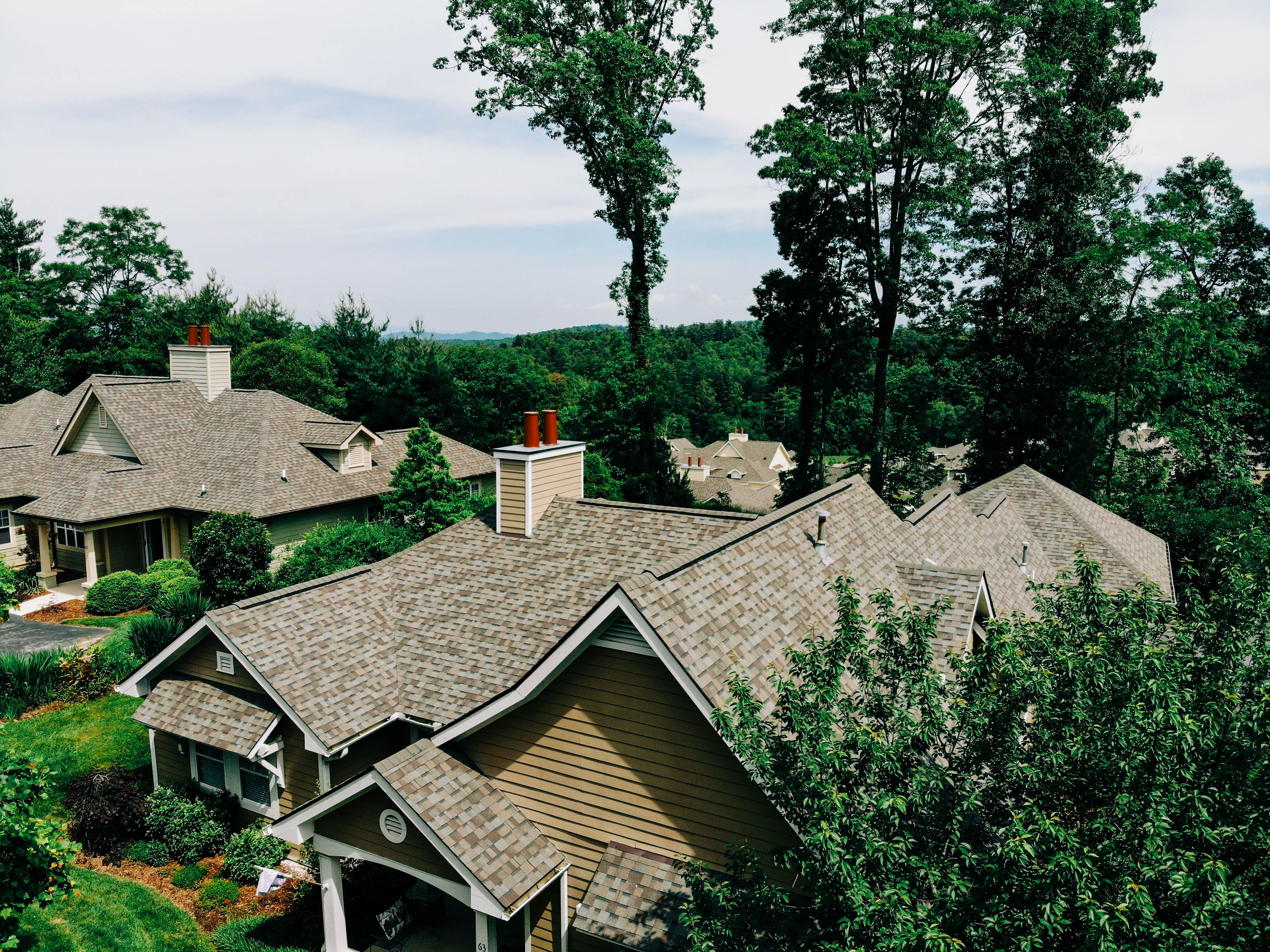 Tan Shingle Roof In 2020 Roof Shingles House Styles Shingling