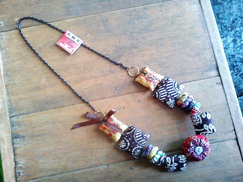 A necklace made from indonesian traditional fabric,batik. Follow our twitter : @Lairehandmade