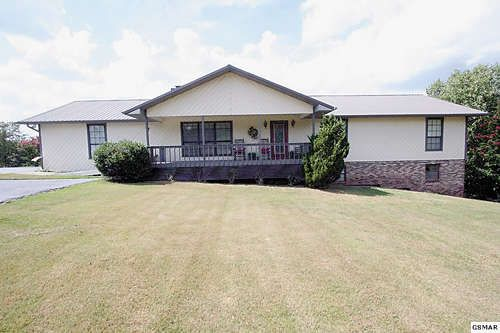 EXCEPTIONAL LOCATION! 3BR/3BA Well built open plan home with huge LR, formal DR…