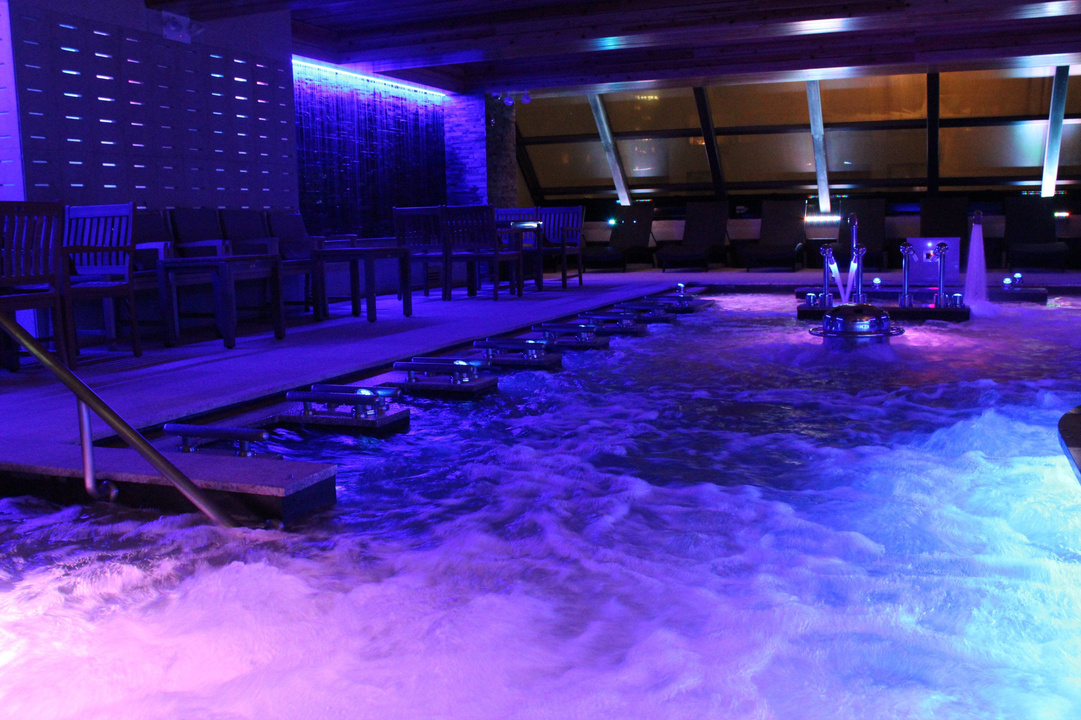 Check Out The New Midtown Spa With A Rooftop Hot Tub Swim Up Bar And Sauna Valley Spa Swim Up Bar Castle