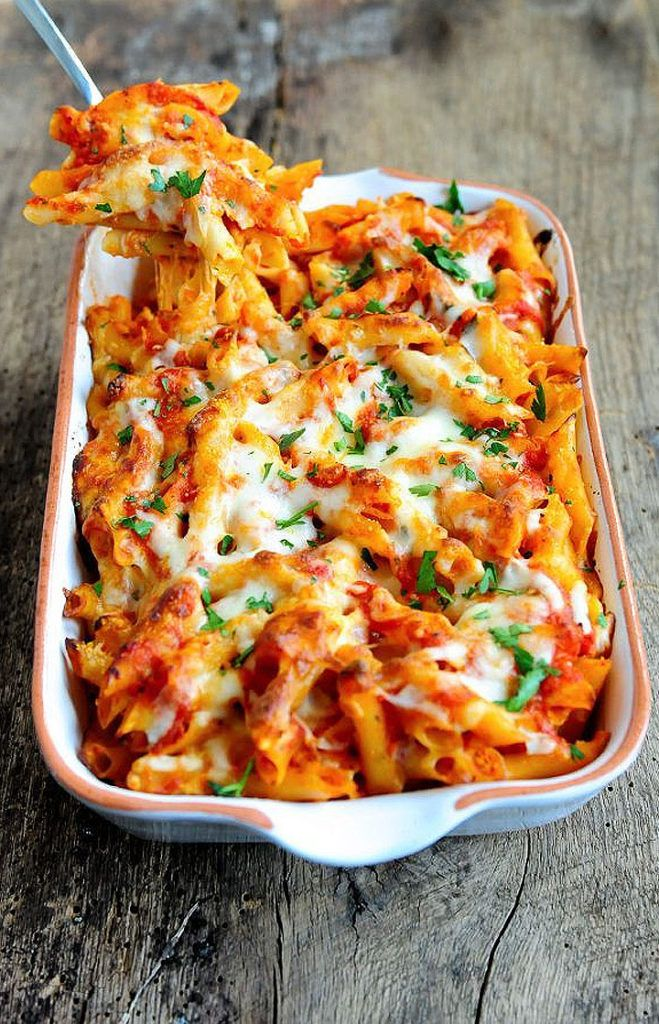 Who doesn't love an easy cheesy baked ziti! Especially when it's cold outside! #recipe #applecrisprecipe