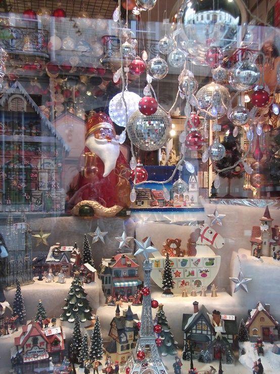 Hermoso Santa en vitrina, Paris.