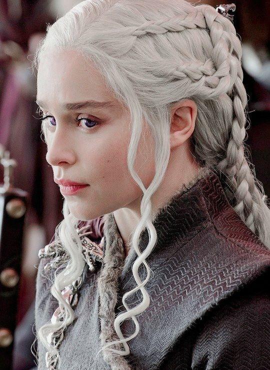 Ideas bonitas para peinados daenerys targaryen Imagen de cortes de pelo Ideas - Daenerys Targaryen 7x7   Mãe dos dragões, Emilia clarke ...