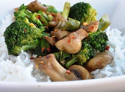 Quick & Healthy Broccoli & Mushroom Stir-Fry with brown rice. So good!