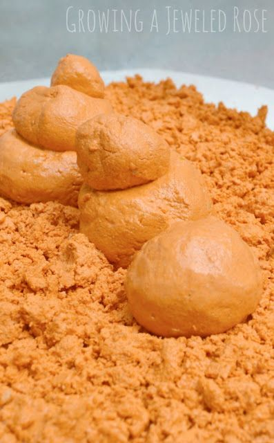 Homemade Pumpkin Moon Sand Recipe- this moon sand has such a fun texture and is perfect for Fall. Smells just like pumpkin pie!