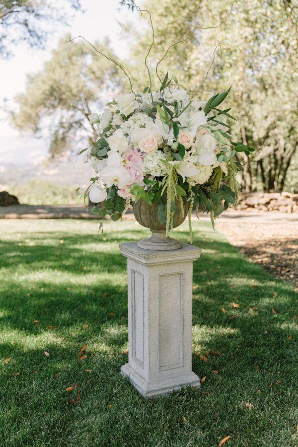 Pedestal Aisle Wedding Flowers   photography by http://mattedgeweddings.com