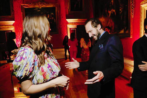 Keira chatting with Ralph Fiennes at Kensington Palace Reception February 8, 2015 with Ralph Fiennes... I love her, but this dress looks like something my grandma would wear... ugh, puffy sleeves, not good...