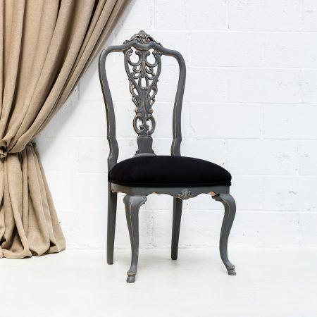 silla antigua vintage de madera con respaldo alto en color gris ...