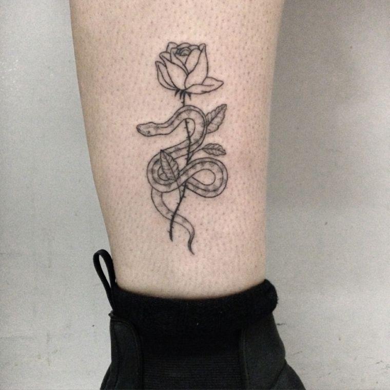 Forasteiro Tattoo Tattoo Serpente: Tatuaggio Caviglia, Una Rosa In Bianco E Nera Sul Cui