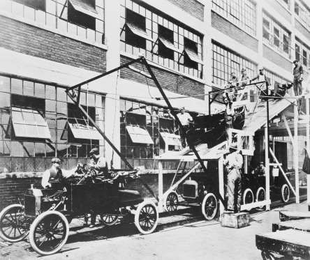 Ford Assembly Line 1914 With Images Ford Motor Company Ford