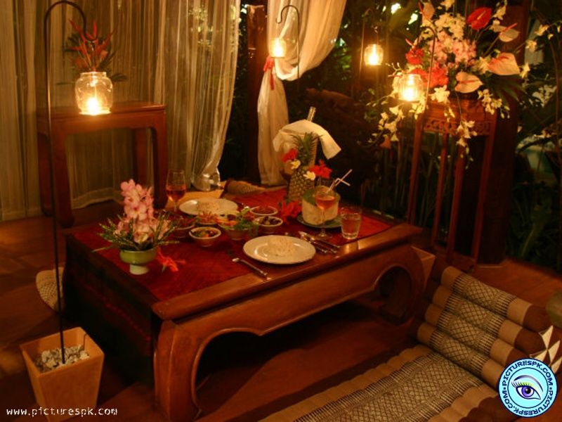 How to set a romantic dinner table for two for Romantic dinner decoration ideas