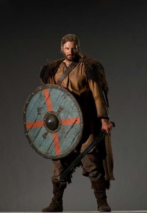 Clive Standen As Rollo Escudo Viking Vikings Guerreiro