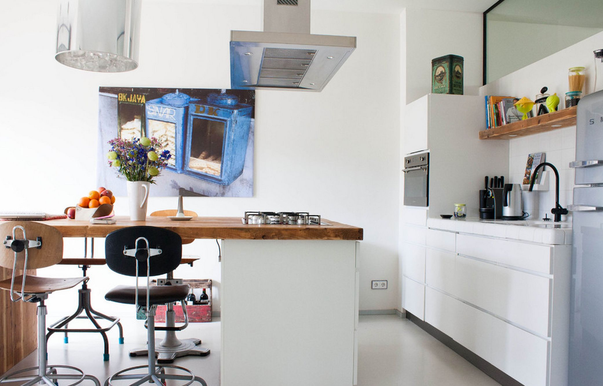 Artmetal ideas as crisp white loft by betke design