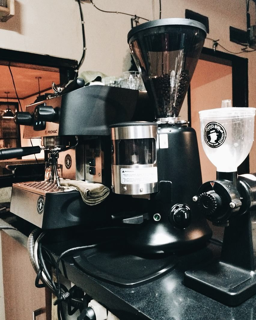 Robot Check Kopi, Espresso, Suguhan