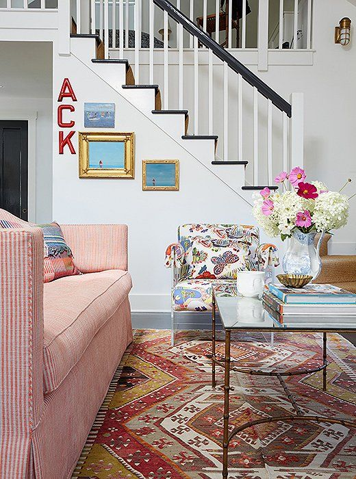 Elizabethu0027s Pro Touch Is Evidenced In Her Ability To Make A Josef Frank  Butterfly Print Chair Coexist Peacefully With An Equally Lively Kilim Rug  And A ...
