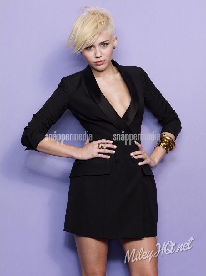 Miley in the Cosmopolitan Magazine 2013 45/72