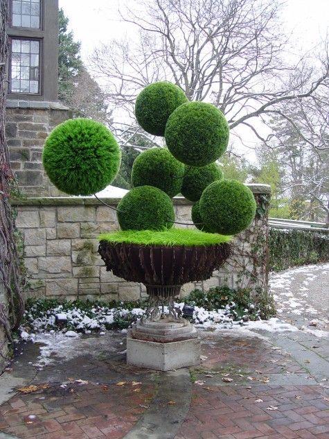 That Plastic Grass Sculpture | Dirt Simple