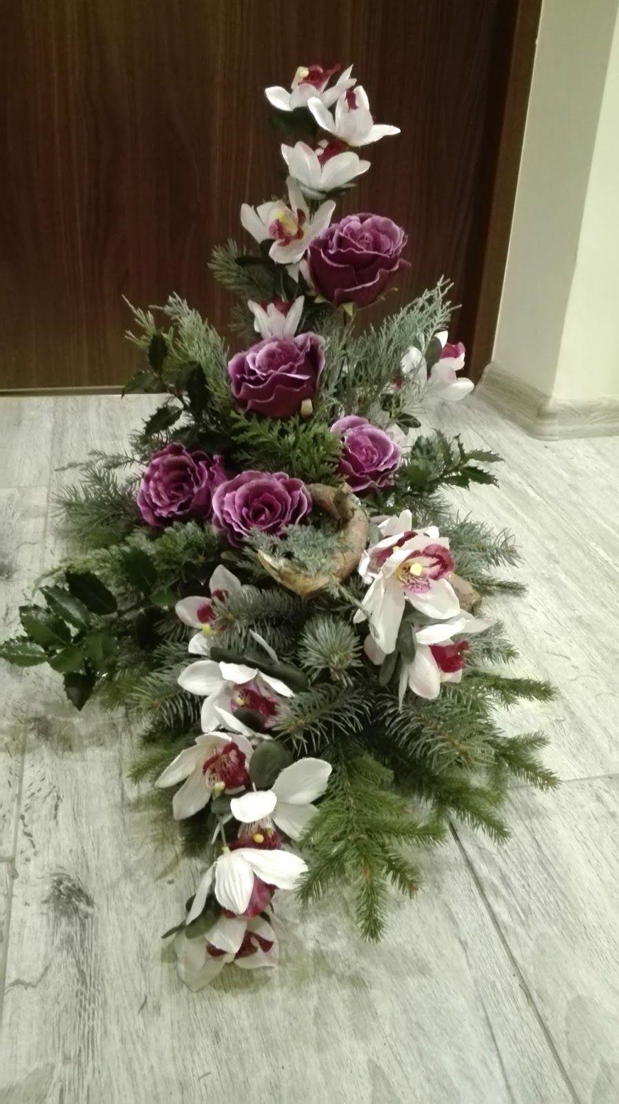 W Czarodziejskim Ogrodzie Kompozycje Nagrobne Na Wszystkich Swietych Creative Flower Arrangements Church Flower Arrangements Flower Arrangements
