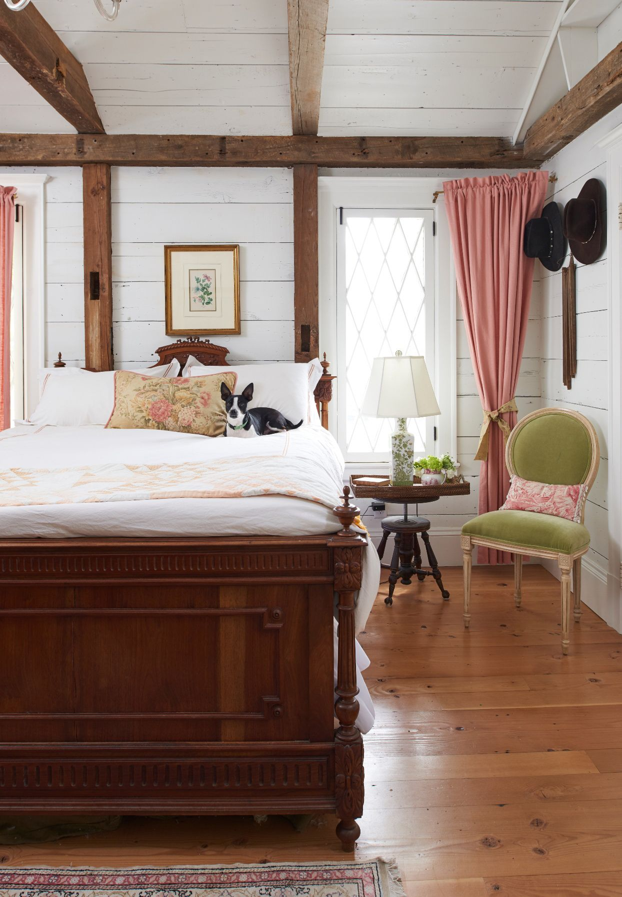 15 Cozy Bedrooms That Nail the Farmhouse Aesthetic ...