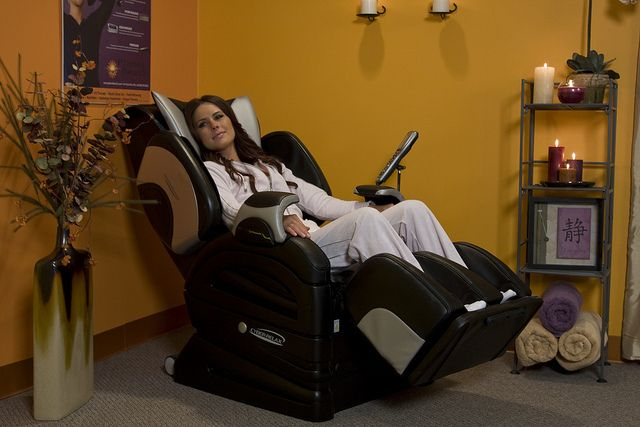 Sit Back And Cyber Relax! #MassageChair | Planet Beach Contempo Spa