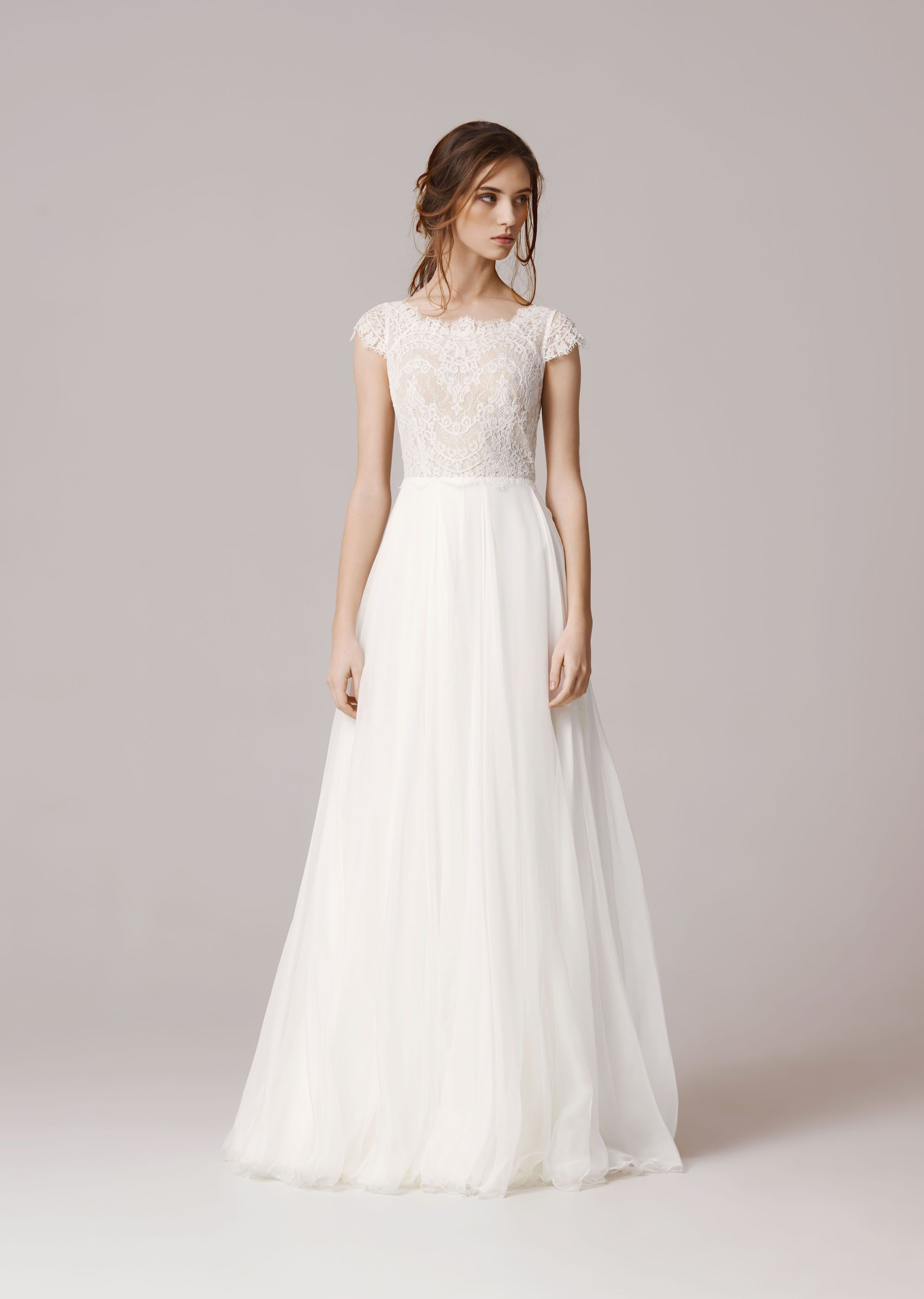 Anna Kara – THEA front - costs 1900 Euros | Hochzeit | Pinterest ...