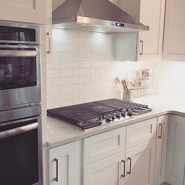 White Modern Farmhouse Kitchen Stainless Steel Range Hood And Gas Cooktop