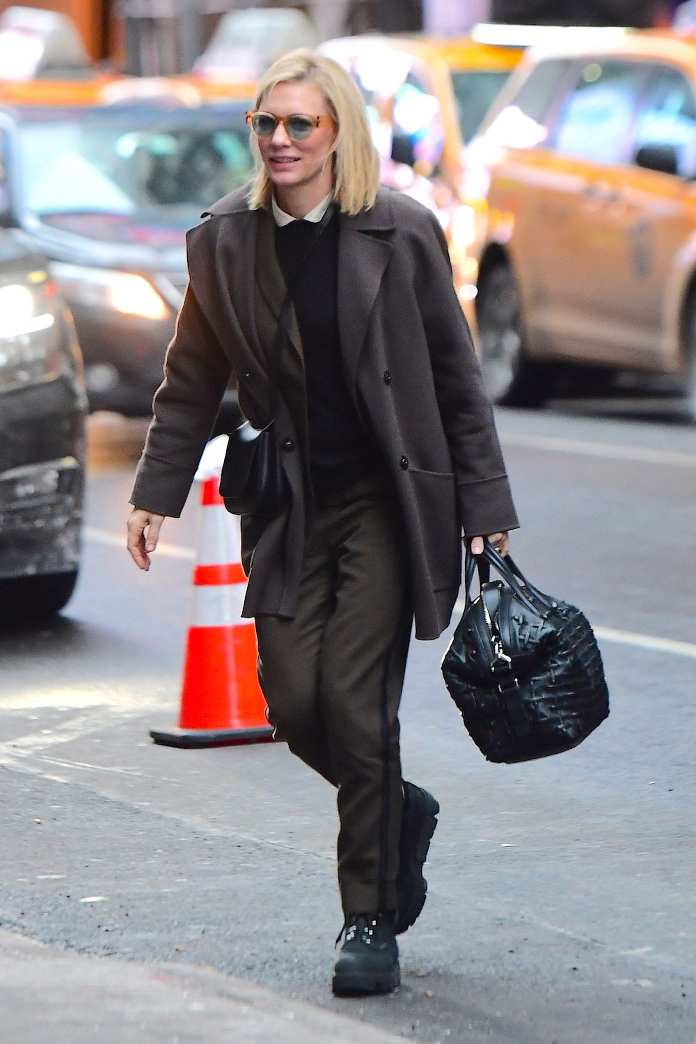 36de1b84c3 Cate Blanchett Has Just Found the Coolest Snow Boot for Winter in ...