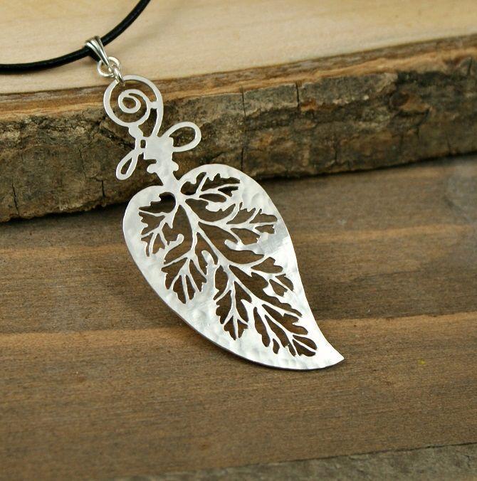 250dd828f335 Hammered Leaf - Intricate Cuts Anillos