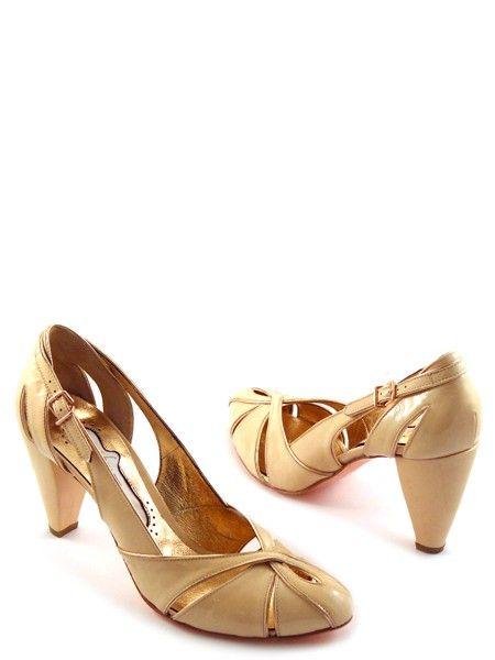 Туфли цвета ваниль в стиле ретро итальянской марки FABI