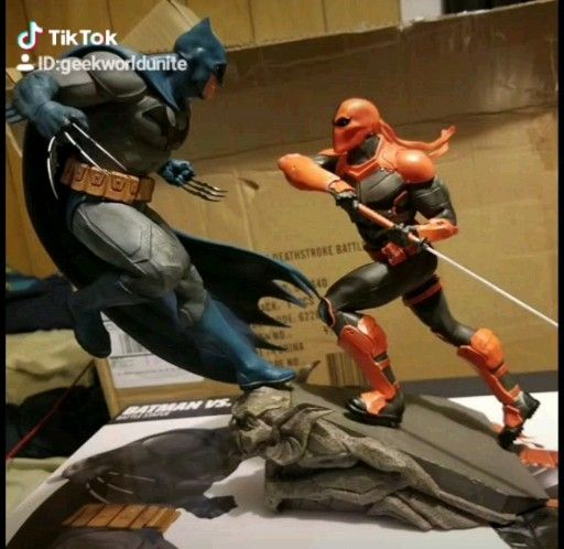 Batman Vs Deathstroke By DC Collectibles